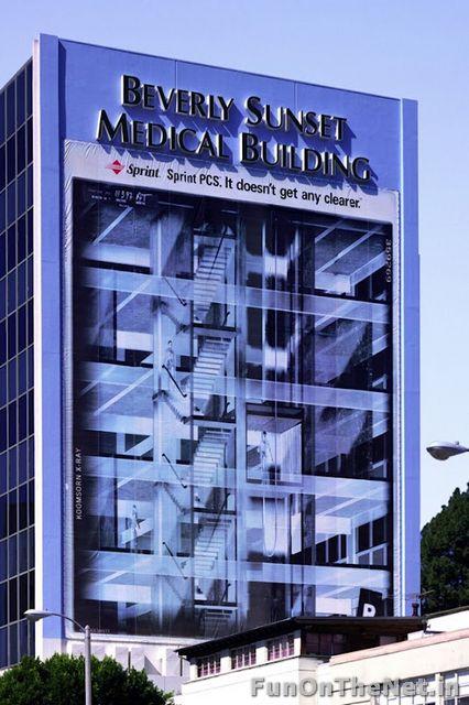 Beverly Sunset edificio publicidad